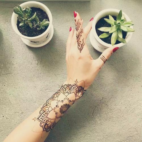 曼海蒂用海娜膏手绘曼陀罗花型是什么意思?