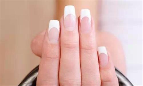 每个人都有自己的肤色,以及着装风格,指甲同样也有自己的形状与